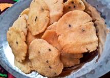 Crispy Thattai Recipe