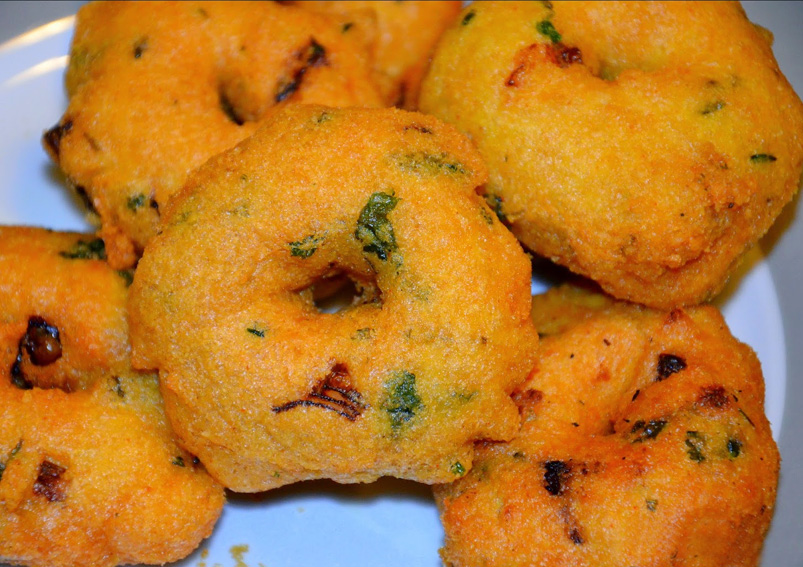 Crispy South Indian Medu Vada Recipe