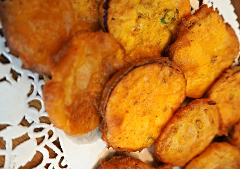 Monsoon Special Brinjal Pakora Recipe